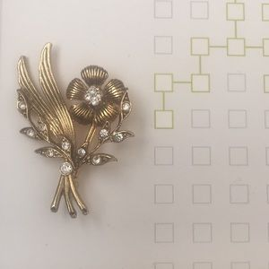 Gold tone and crystal flower pin